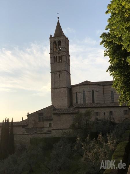 Assisi_SantaChiara_Kirche1