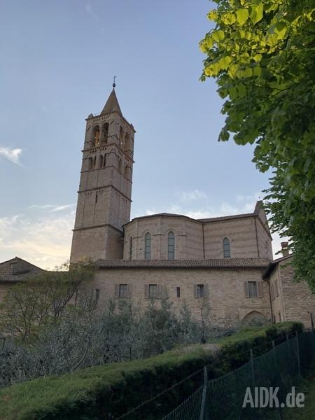 Assisi_SantaChiara_Kirche3