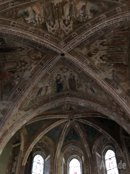 Assisi_SantaChiara_Kirche8