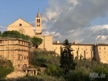 Assisi_SantaChiara_Kirche14