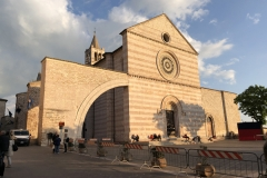 Assisi_SantaChiara_Kirche5