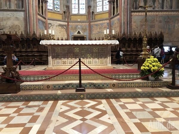 Assisi_SanFrancesco_Altar1