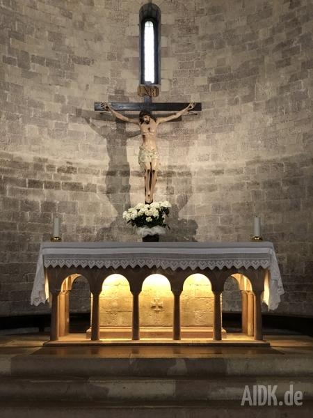 Assisi_SantaMariaMaggiore_Altar_Kreuz