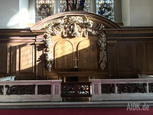 London_StJames_Altar1