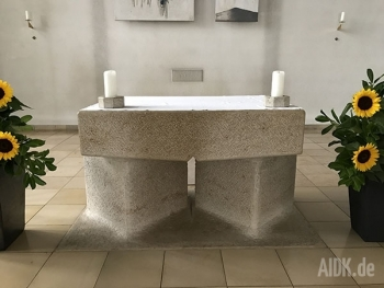 Ostfildern_StMariaKoenigin_Altar