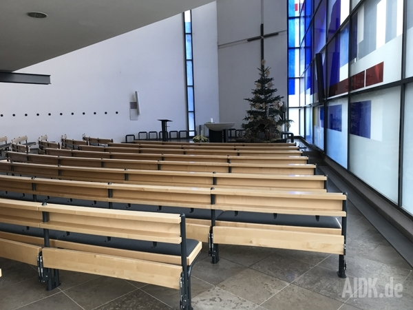 Stuttgart_HlKreuz_Kirche1