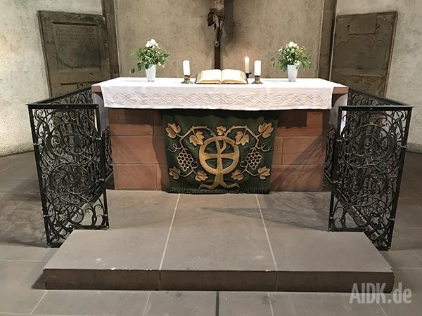 Stuttgart_Leonhardkirche_Altar2