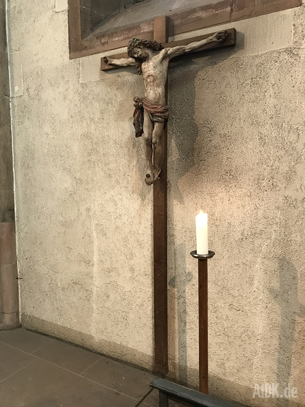 Stuttgart_Leonhardkirche_Kreuz2b