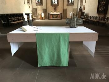 Stuttgart_Leonhardkirche_Altar1
