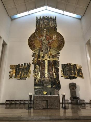 Stuttgart_StEberhard_Altar_Kreuz