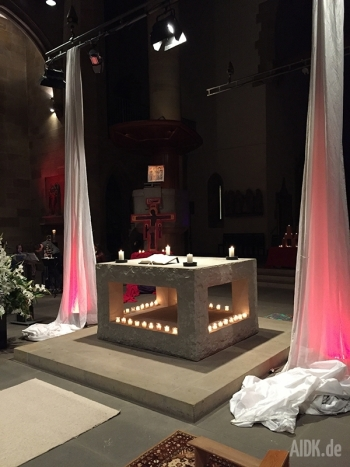 Stuttgart_Stiftskirche_Altar2